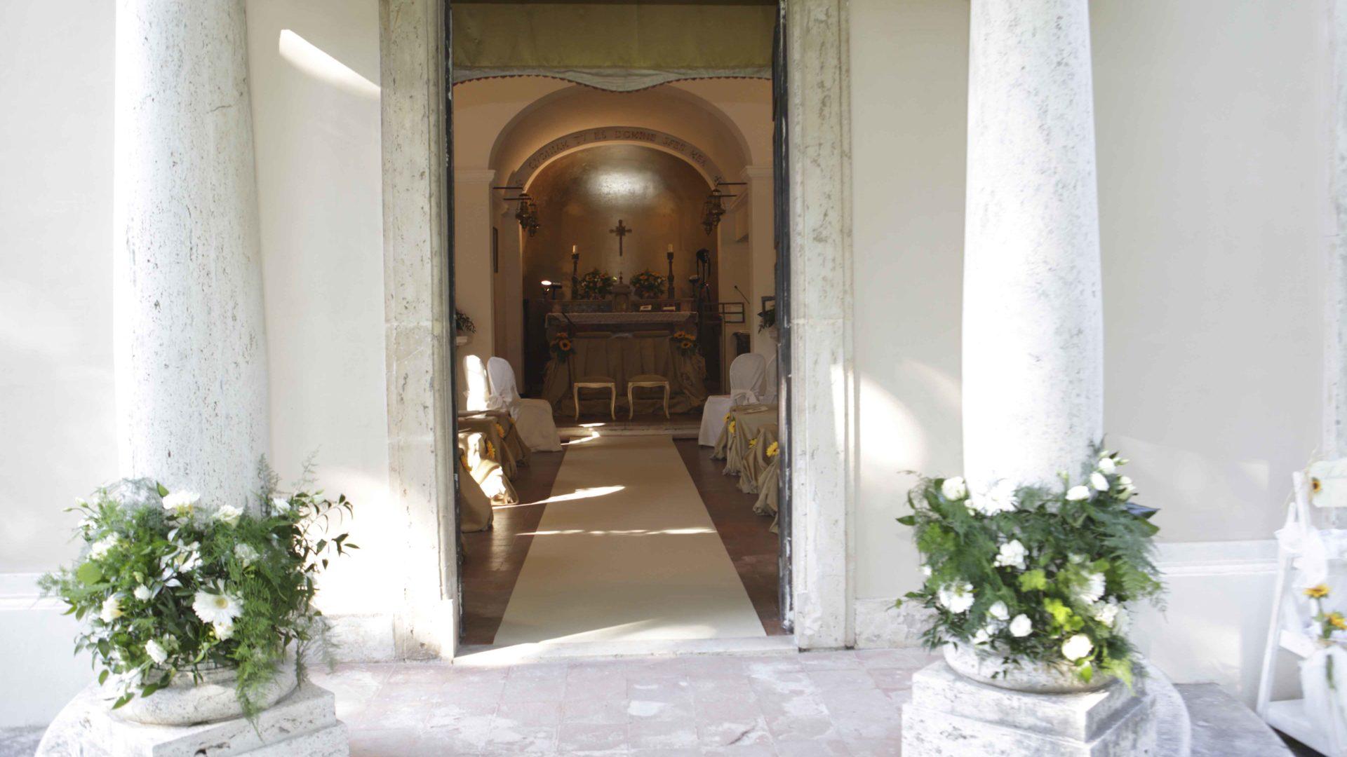 colonne chiesa addobbate