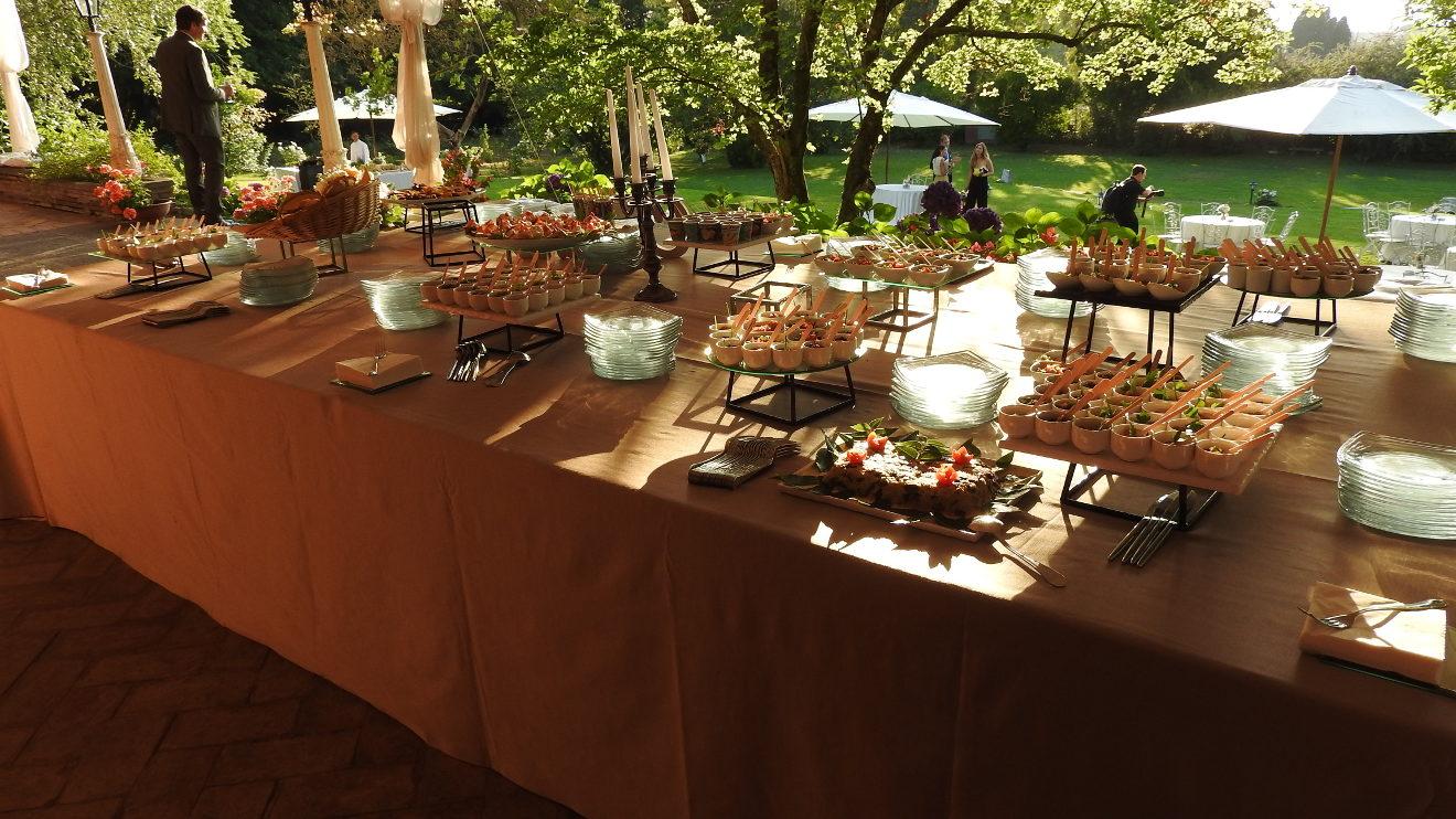 tavolo buffet nel gazebo